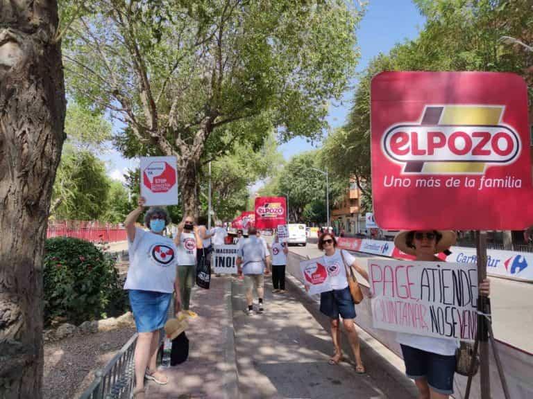 Stop Macrogranjas CLM le da la bienvenida a la vuelta ciclista pero se opone a patrocinadores como ELPOZO